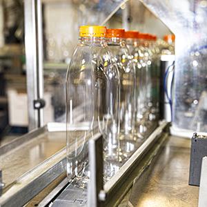 Fabrication de bouteilles en PET à Péronnas